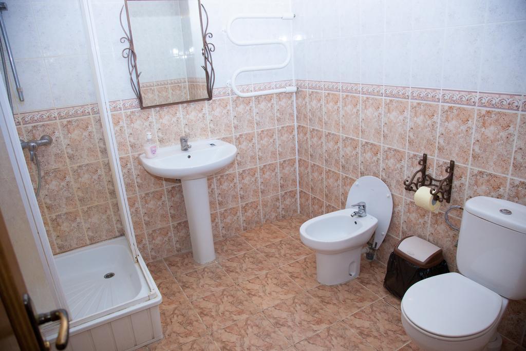 Hotel albergo ozerniy nella smolevici bielorussia for Piani di aggiunta suite suocera
